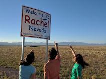 レイチェル村の入口に立つ標識