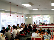 IN-N-OUT-BURGER の店内の様子
