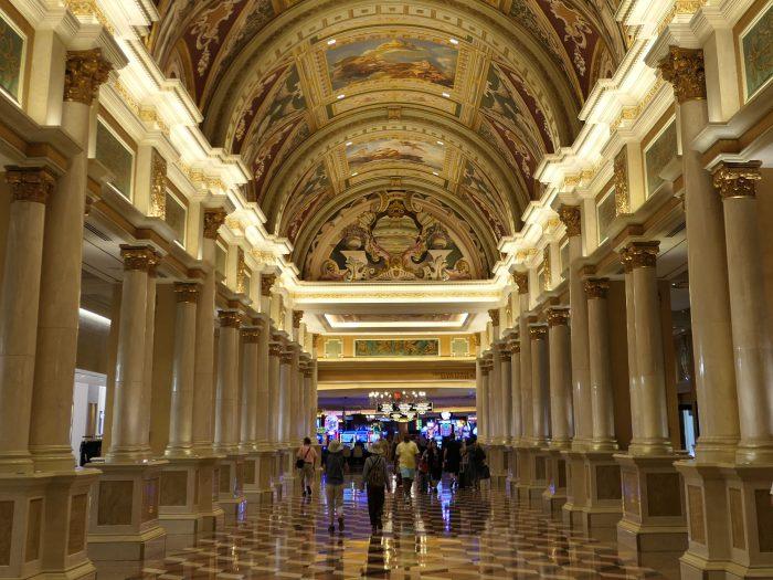 ベネチアンホテルの通路の天井のフレスコ画