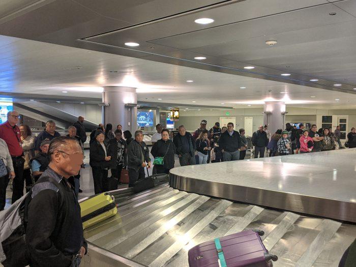 ラスベガス国際空港のバゲージクレームでマスクをしている者はゼロ。