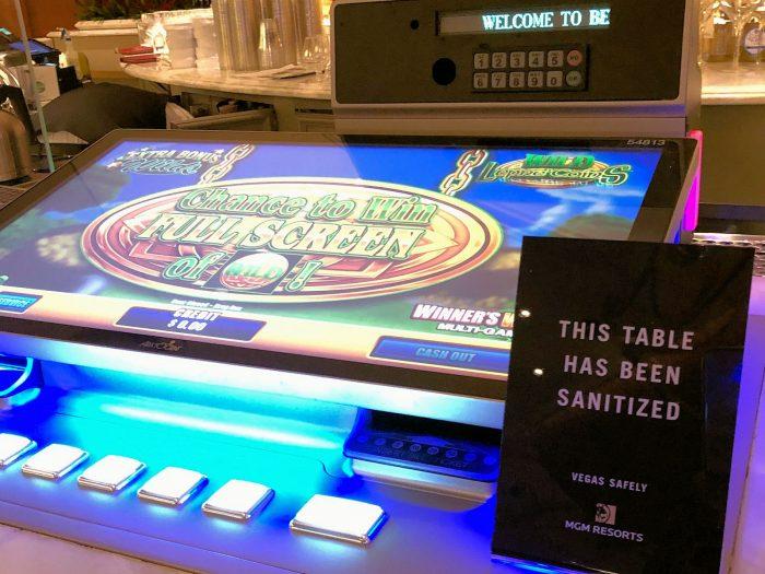 バーカウンターに設置されているマシンゲーム