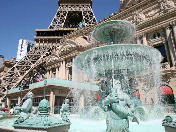 かつてパリスホテルに存在したコンコルド広場の噴水。