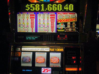 ラッキーさんがジャックポットを的中させた Wheel of Fortune 機。
