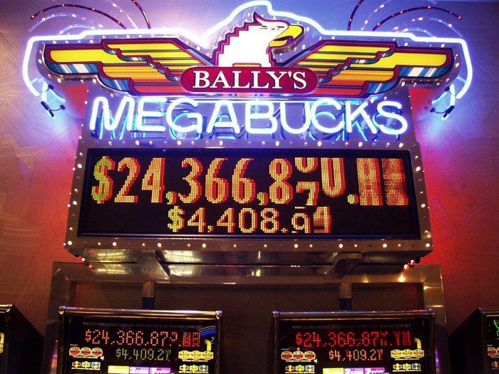 ジャックポット賞金が 2436万ドルであることが簡単にわかる。