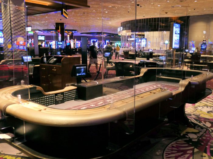 カジノ内のクラップステーブル