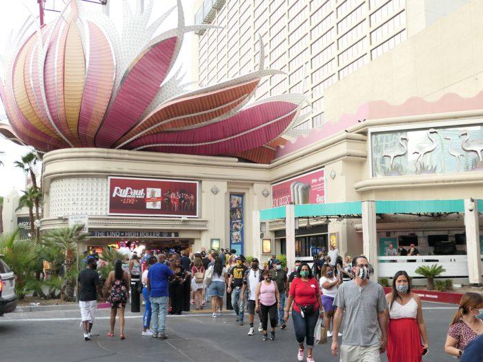 FLAMINGO ホテルの南側の出入口付近。