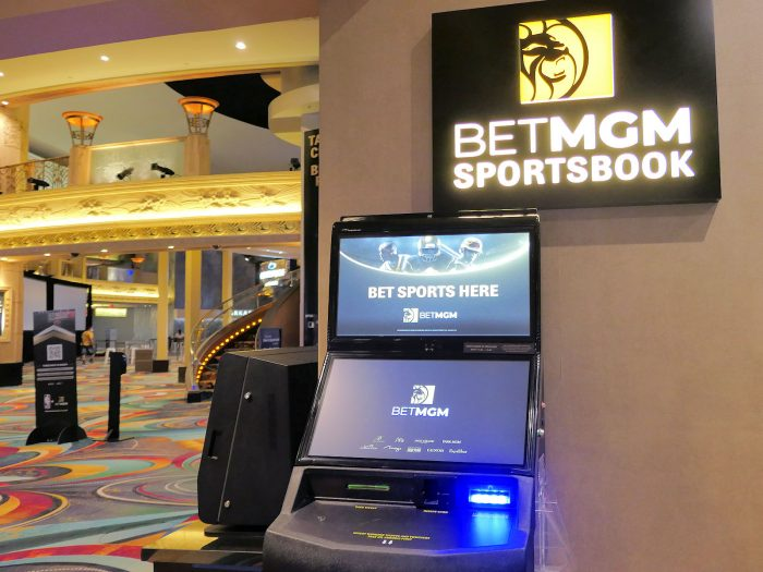 壁やマシンそのものに表示されている「BET」という文字が目印。