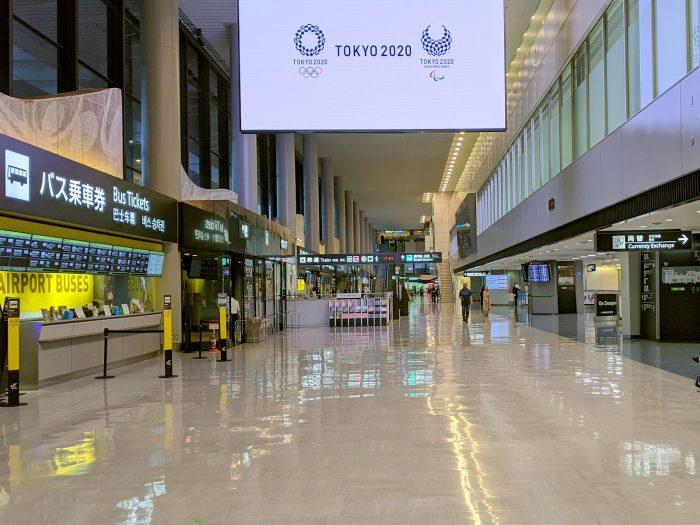9月22日の夕方5時ごろの成田空港南ウイング到着ロビー。通常時のにぎわいはまったくない。