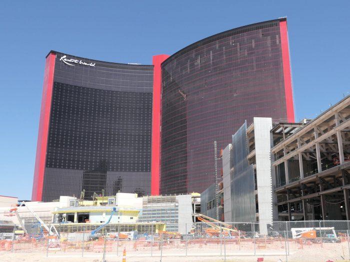 大型カジノホテル「リゾートワールド」の工事現場。