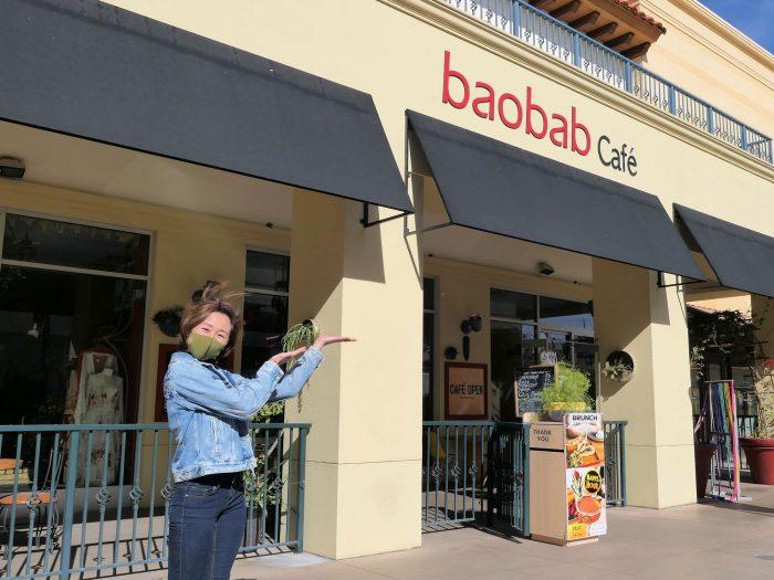 ショーの会場となる baobab Café。店内の奥にシアターが。
