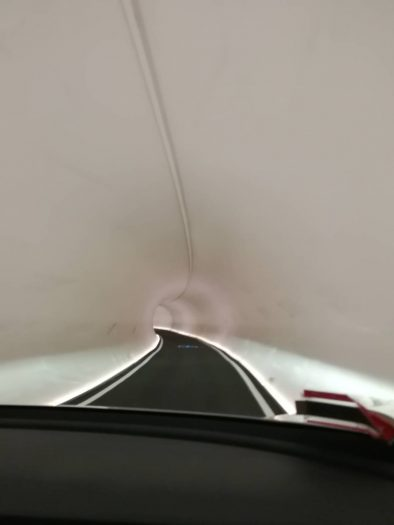 走行中の車内から撮影したトンネル内の様子。