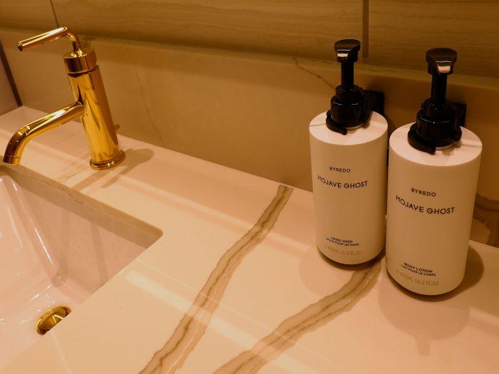 洗面台に置かれているソープなどは詰め替え式。